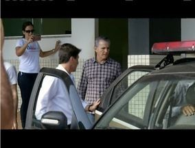 Ex-prefeito de Caratinga é encaminhado para presídio da cidade - Outros funcionários da época do prefeito também foram presos.