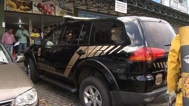Polícia Federal realiza operação na capital baiana - Estão sendo investigados crimes de lavagem de dinheiro, desvio de merenda escolar e tráfico de drogas.