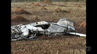 Piloto cobrava por voos em avião que caiu em Corumbaíba, diz polícia - Anac diz que ele só podia pilotar voos privados, ou seja, que não são pagos. Valor era de R$ 60; testemunha afirma que aeronave pegou fogo no ar.