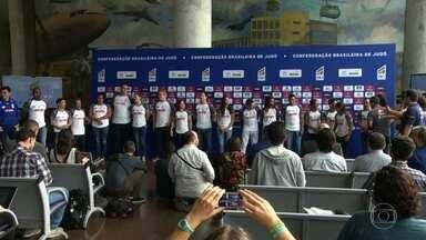 Seleção brasileira de judô se apresenta para as Olimpíadas no Rio - No Aeroporto Santos Dumont, aconteceu a apresentação oficial dos representantes brasileiros no judô para as Olimpíadas. O esporte é o que deu mais medalhas para o Brasil na história dos jogos.