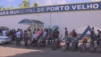 Suspensão de contrato de urbanização gera protestos em Porto Velho - Trabalhadores de uma empresa terceirizada que presta serviços à prefeitura participaram de protesto.