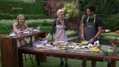 Rodrigo Simas e Sophia Abrahão cozinham para Angélica - Atores preparam guacamole e ceviche. Descubra como são as habilidades culinárias da dupla
