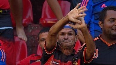 Torcedores do Sport reclamam da arbitragem no jogo com o Atlético-MG - Torcedores do Sport reclamam da arbitragem no jogo com o Atlético-MG