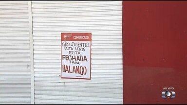 Supermercado é interditado pela Vigilância Sanitária, em Goiânia - Foram encontradas algumas irregularidades em relação à higiene do local.