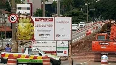 CET reduz velocidade do viaduto Santo Amaro para 20km/h durante as obras - As obras de recuperação do viaduto Santo Amaro continuam. Ônibus e taxis podem passar por cima, mas a CET reduziu a velocidade máxima permitida no viaduto para 20km/h.