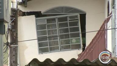 Quatro famílias tiveram casas interditadas pela chuva em São José - Imóveis ficam no Monte Castelo, na zona leste.
