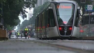 Primeiro dia útil de funcionamento do VLT - O período é de adaptação dos pedestres ao novo meio de transporte do Rio