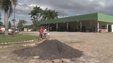 Terminal rodoviário de Pariquera-Açu está com obras paradas - Prefeitura do município começou a obra com dinheiro do governo do Estado o ano passado [2015] e parou em maio.