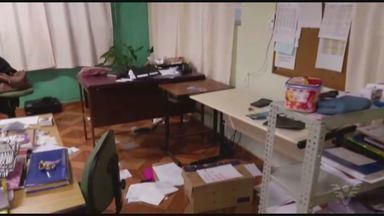 Escola de Guarujá foi assaltada na sexta-feira (3) - A Escola Estadual Professor Idalino Piniz, no Sítio Paecará, foi invadida e os ladrões levaram computadores, projetores e bagunçaram todo o colégio.