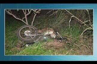 Casal morre em acidente envolvendo carro e moto na BR-364 em Frutal - Motorista do veículo não teve ferimentos graves. Segundo a PRF, veículo invadiu a contramão e bateu de frente com moto.
