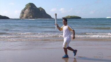 Passagem da Tocha Olímpica por Noronha emociona ilhéus - Ilha foi a última passagem da tocha pelo estado.