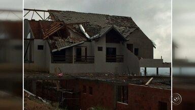 Força do vento provoca estragos em Itupeva - Em Itupeva (SP), a força do vento também provocou muitos estragos pela cidade. A Defesa Civil decretou estado de emergência.