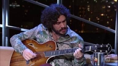 """Fernando Temporão canta """"Dança"""" - Cantor foi um dos entrevistados de Jô Soares"""