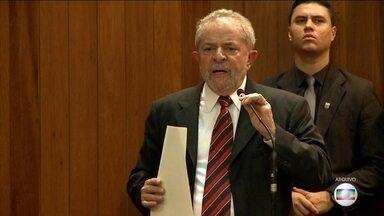 Procuradoria Geral da República pede ao STF que envie a Moro denúncia contra Lula - Além disso, estão envolvidos o senador cassado Delcídio do Amaral e outras cinco pessoas pela suposta tentativa de comprar o silêncio do ex-diretor da Petrobras, Nestor Cerveró.