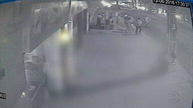 Câmeras registram pânico e correria durante assalto a carro forte - Crime aconteceu na tarde de segunda em frente a um banco na Avenida Caxangá
