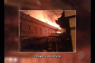 Incêndio destroi loja no centro comercial de Belém - Fogo começou durante a madrugada.