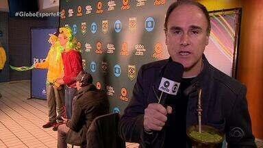 Paulo Brito leva o seu chimarrão ao Parque Esportivo da PUCRS - Assista ao vídeo.