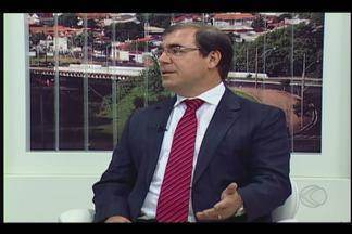 MGTV Responde: Juiz da Vara da Infância e da Juventude fala sobre adoção - Mais de 35 mil pessoas estão na fila, atualmente, para adotar uma criança no Brasil. Na outra ponta, menos de sete mil crianças e adolescentes aguardam pra serem adotadas. O número de famílias pretendentes é cinco vezes maior.