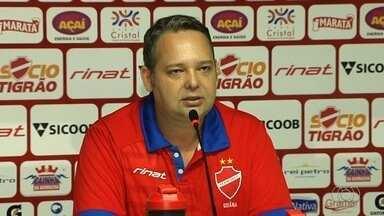 Presidente faz anúncio, mas técnico não fecha com o Vila - Gutemberg Veronez convoca coletiva, diz que acertou com Paulo Roberto Santos, mas treinador continua no São Bento.