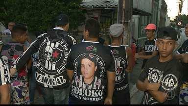 Torcedores do Botafogo-PB protestam em frente à sede da FPF por causa do veto no Amigão - Integrantes de torcidas organizadas do Belo vão até à sede da Federação Paraibana de Futebol (FPF) e fazem protesto por causa de recomendação do MP, que pede torcida única no segundo jogo da decisão do Paraibano