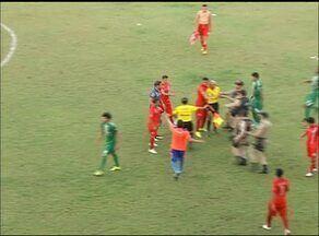 Time e jogadores do Araguaína são punidos após agressão a árbitro assistente - Time e jogadores do Araguaína são punidos após agressão a árbitro assistente