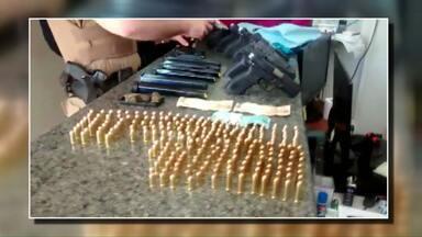 Nove armas e munição de vários calibres foram apreendidas com jovem de 19 anos - Ela estava levando as pistolas e revólveres para o Rio de Janeiro e foi flagrada durante fiscalização da Operação Ágata.