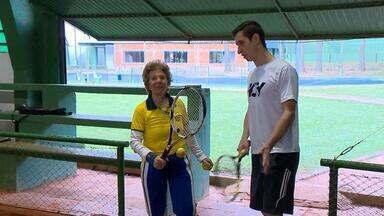 Professora aposentada é inspiração no tênis gaúcho - Confira mais um episódio da série Caminhos da Vitória.