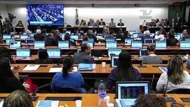 Conselho de Ética da Câmara aprova relatório que pede cassação de Eduardo Cunha - O Conselho de Ética da Câmara aprovou nesta terça (14) o relatório que pede cassação de Eduardo Cunha, por 11 votos a 9. Próxima fase é no plenário da Câmara; Cunha diz que vai recorrer.