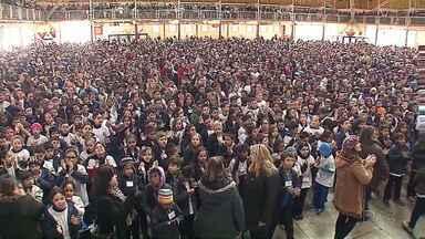 Quase cinco mil alunos se formam no Proerd, em Ponta Grossa - Programa de Resistência às Drogas é comandado pela Polícia Militar