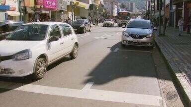 Zona Azul começa a valer e confunde motoristas em Poços de Caldas (MG) - Zona Azul começa a valer e confunde motoristas em Poços de Caldas (MG)