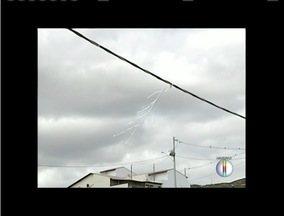 Temporada de ventos exige cuidados com brincadeiras de pipas - Cemig alerta que desligamento de redes elétricas pode ser evitado.