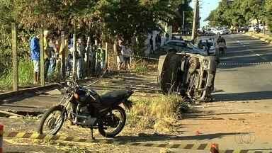 Acidente de trânsito deixa duas pessoas mortas, em Goiânia - Motorista do veículo estava bêbado enquanto dirigia.