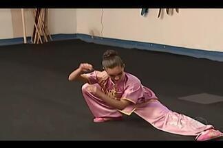 Jovem atleta de kung fu de Uberaba mostra preparação para Mundial em setembro - Ela tem 10 anos. Começou no esporte há pouco tempo, mas já é fera do kung fu. Você vai conhecer Graziely Janaina dos Santos de Uberaba, que se prepara para disputar o Mundial