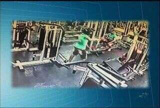 Câmeras de segurança flagram assalto em academia em Juazeiro do Norte - Câmeras de segurança flagram assalto em academia em Juazeiro do Norte.