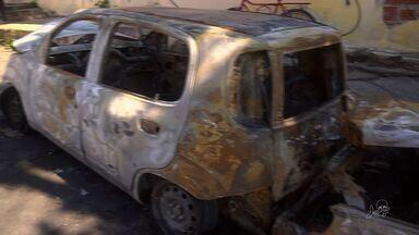 Três veículos pegam fogo em Fortaleza; ninguém ficou ferido - Incidente ocorreu no Bairro Parangaba.
