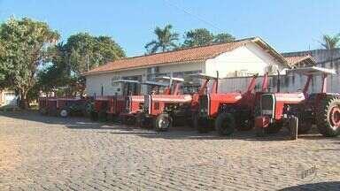 Polícia de Tambaú, SP, recupera 11 tratores roubados em fazendas na região - Dois veículos foram devolvidos aos donos. Produtores de São Simão, SP, foram vítimas de quadrilha.
