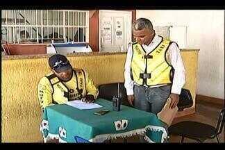 Sindicato dos mototaxistas define preço para serviço em Uberaba - Valor de R$ 14 será apreciado pela Prefeitura na segunda-feira (20). Profissionais responderam questionário sobre condições de trabalho.
