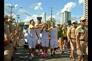 Revezamento da tocha começou após o meio-dia, em Belém - Milhares de paraenses participaram da celebração.