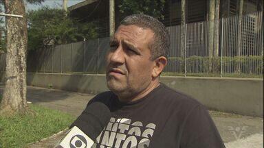 Mais funcionários são demitidos da Usiminas, em Cubatão - Desde 2015, mais de 2 mil pessoas que trabalhavam na empresa perderam seus empregos.