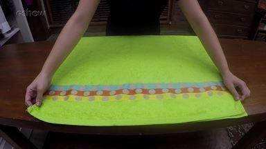 Aprenda a dobrar toalha de maneira organizada - Personal organizer Priscila Sabóia ensina uma maneira simples de guardar a roupa de banho