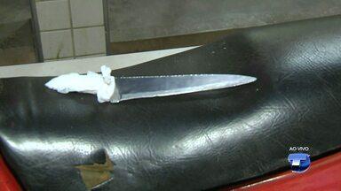 Jovem é preso e adolescente apreendido por roubo de celular - Dupla usava uma faca para ameaçar a vítima durante assalto.Crime aconteceu na noite de segunda-feira (20) na avenida Santos Dumont.