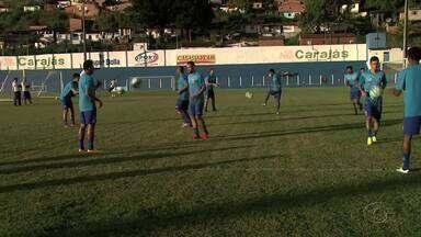 Após derrota, Paraná treina para fazer bom jogo contra CRB - Jogadores iniciaram treinos na segunda-feira (20), em Maceió.