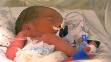 Entenda por que o Conselho Federal de Medicina veta cesáreas antes de 39 semanas - O obstetra Eurípedes Carvalho explica que, em caso de cesárea precoce, há risco dos órgãos do bebê ainda não estarem maduros, especialmente o pulmão.
