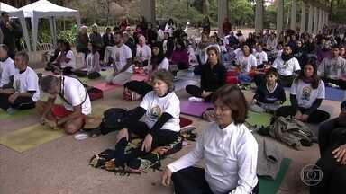 Dia Internacional da Yoga é celebrado com atividades no Parque do Ibirapuera - A data celebrada desde 2014 foi aprovada em assembleia geral da Organização das Nações Unidas. Para os praticantes, o dia é considerado auspicioso.