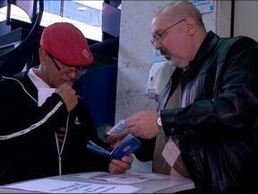Carteiras de trabalho voltam a ser confeccionadas nesta quarta-feira - Serviço está suspenso desde a metade de maio.