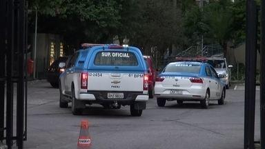 Bandidos roubam banco que funciona na prefeitura do Rio - Ninguém ficou ferido no assalto. Polícia ainda busca assaltantes.