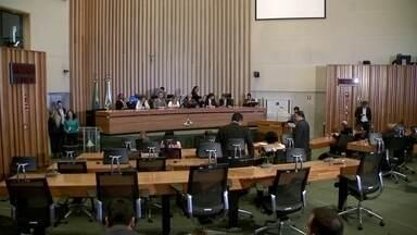 Câmara Legislativa adia votação em 2º turno do projeto que regulamenta o Uber no DF - A quinta-feira (23) foi dia de muitas reuniões entre os deputados para tentar chegar a um consenso.