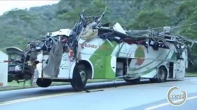 Perícia encontra falhas nos freios do ônibus que tombou na Mogi-Bertioga - Laudo aponta que veículo estava acima da velocidade permitida.