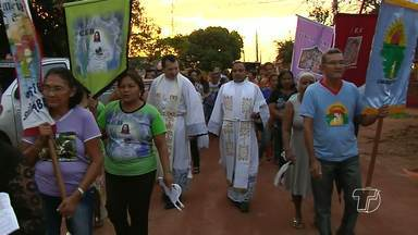 Comunidade católica São João encerra festividades com procissão - Procissão percorreu ruas do bairro Jardim Santarém.