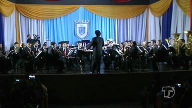 Maestro peruano rege Filarmônica Professor José Agostinho - Foi a segunda vez que o profissional que é diretor artístico da Orquestra Filarmônica de Nova Odessa, no interior de São Paulo, veio a Santarém.